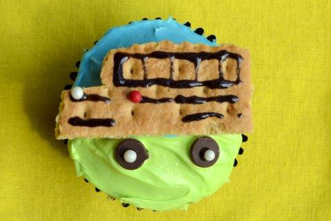 School bus cupcake