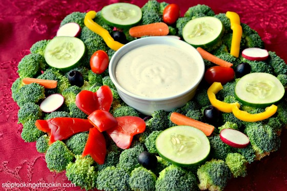 Christmas Veggie Tray.Turkey Tree Wreath Vegetable Trays With Yum Food And Fun