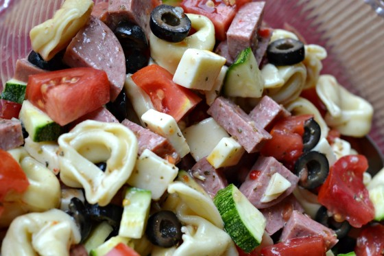Summer Pasta Salad || www.stoplookingetcookin.com